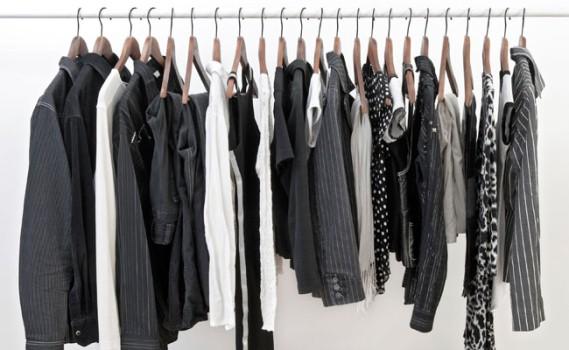 403829 As roupas de cor preta estão presentes em todos os guarda roupas Como lavar roupas pretas