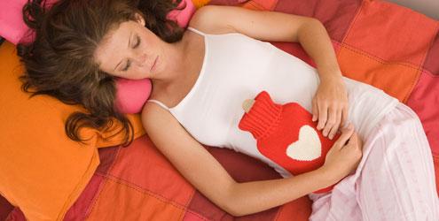 404208 Menina com cólica Primeira menstruação   Qual a idade certa