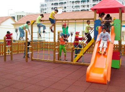 404235 Crianças em parques cuidados 2 Crianças em parques: cuidados