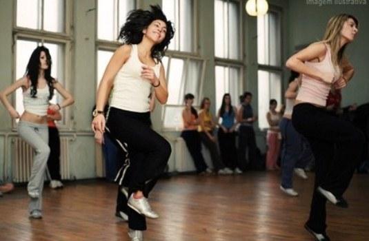 405033 As aulas de strret dance combina dança de rua com muita ginga Danças que ajudam a queimar calorias