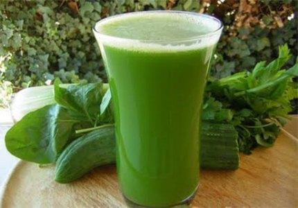 406074 O suco de pepino e hortela deve ser bebido pelo menos um copo diariamente Sucos que ajudam a evitar espinhas
