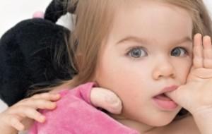 Como fazer a criança deixar de chupar o dedo