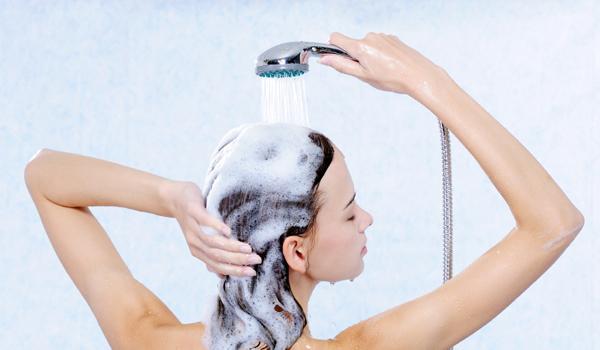 406688 Para lavar cabelos Como cuidar de cabelos com luzes: dicas, tratamento
