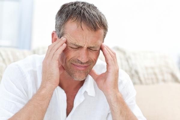 407577 A dor de cabeça ou cefaléia pode ser intensa ou angustiante podendo afetar ainda uma área especifica como a nunca ou somente um lado da cabeça Chá para curar dor de cabeça