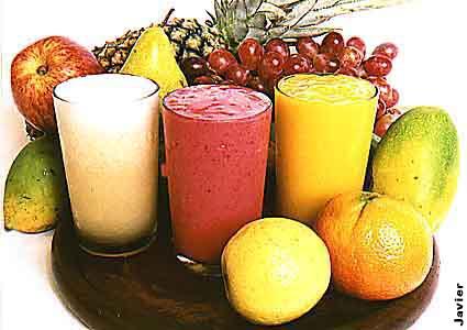 409679 Frutas com cascas amerlo alarnajdas ou verde escuras são ricas em betacaroteno. Sucos para auxiliar no bronzeamento: receitas