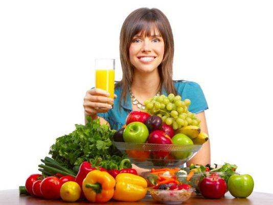 409679 Para obter um bronzeamento perfeito é preciso preparar o corpo antes focando em uma alimentação saudavel. Sucos para auxiliar no bronzeamento: receitas