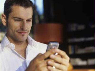 410495 Como descobrir se um homem está interessado em você 2 Como descobrir se um homem está interessado em você