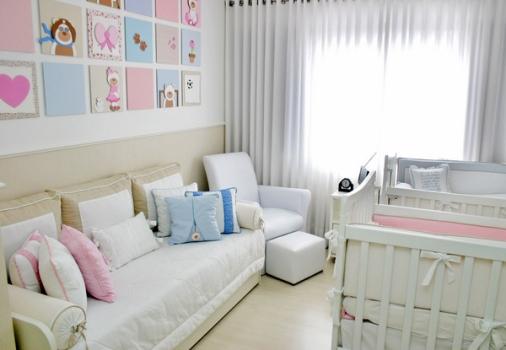 As cores azul e rosa decoram o mesmo ambiente, mas o branco ainda tem  ~ Quarto De Bebe Decorado Fazendinha