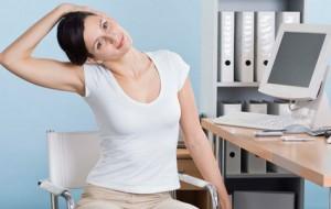 Postura inadequada pode originar barriga e dores nas costas