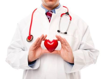 411757 coracao medico 450x338 ok Hábitos comuns que afetam o Coração