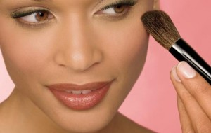 Truques de maquiagem com blush
