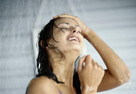 413332 banho mulher chuveiro mat Doenças transmitidas através da piscina
