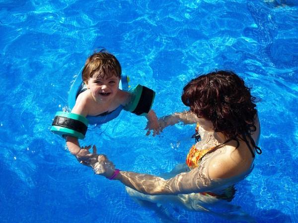 413332 ouvido e piscina Doenças transmitidas através da piscina