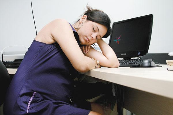 413355 Dormir bem é fundamental para uma boa qualidade de vida. O problema é quando o sono se torna excessivo prejudicando nosso dia a dia Sono excessivo: causas
