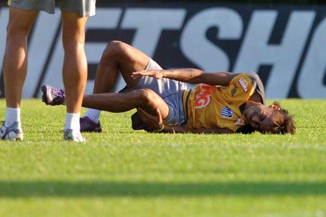 414151 Neymar torce o tornozelo em treino do Santos00 Neymar torce o tornozelo em treino do Santos