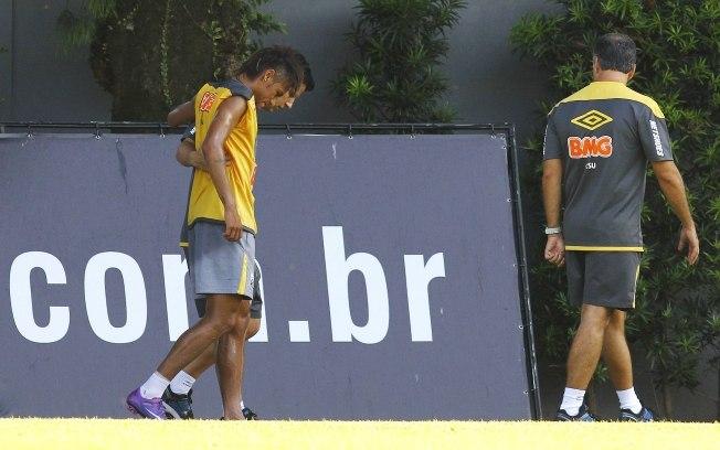 414151 Neymar torce o tornozelo em treino do Santos02 Neymar torce o tornozelo em treino do Santos