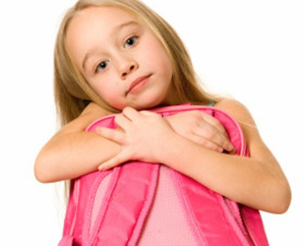 414258 peso mochila m thinkstock e getty images1 Criança com problema de postura