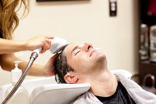 418321 luzes masculina como usar Luzes no cabelo masculino: como fazer