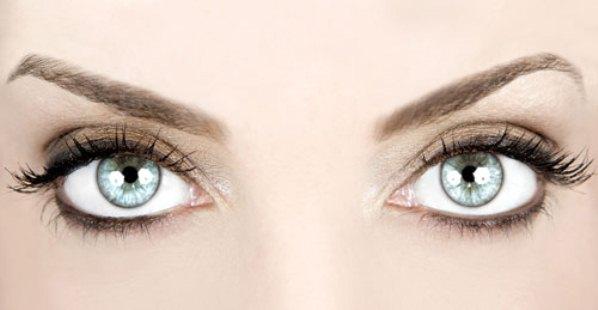 422370 O olhar é o componente mais expressivo do conjunto facial Plásticas para levantar as sobrancelhas