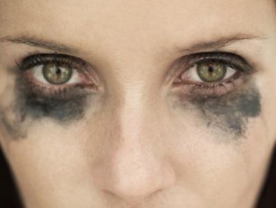 422651 Como salvar a maquiagem borrada 1 Como salvar a maquiagem borrada