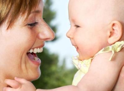 Uma mãe equilibrada sabe quando o seu filho realmente precisa de colo. (Foto: Divulgação)
