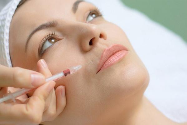 425592 A aplicação de botox é bastant eficiente Rugas ao redor dos lábios: o que fazer