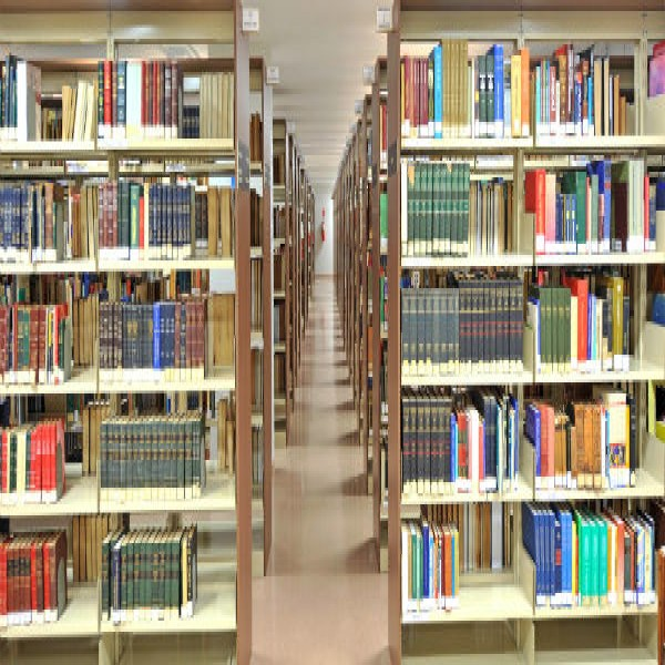 42664 biblioteconomia curso gratis 600x600 Curso de Biblioteconomia Gratuito