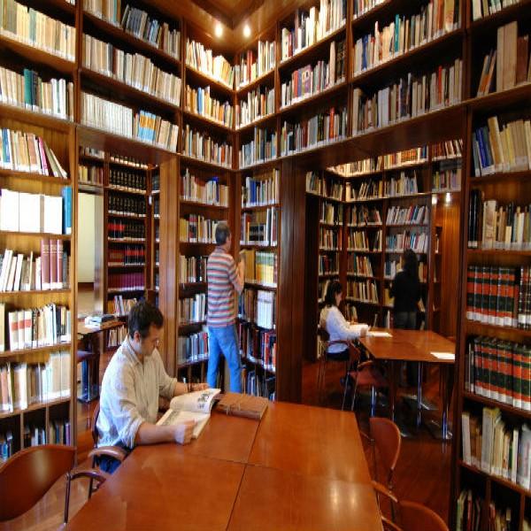 42664 curso biblioteconomia 600x600 Curso de Biblioteconomia Gratuito