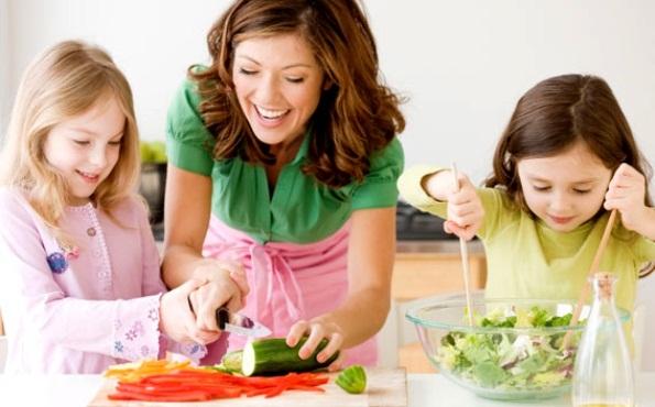 430317 criança alimentos saudaveis Alimentos que ajudam no crescimento infantil