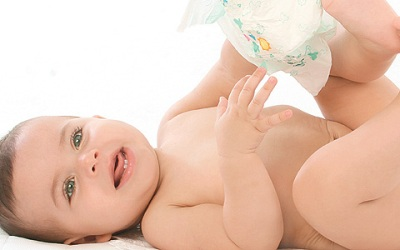 431944 Trocar a fralda do bebê passo a passo Trocar a fralda do bebê: passo a passo