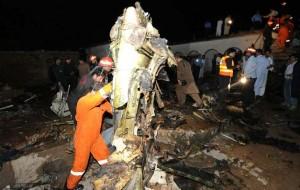 Avião comercial cai no Paquistão e não há sobreviventes, diz polícia