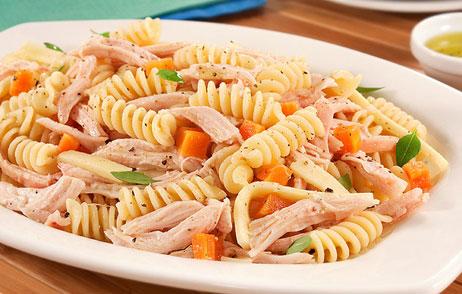 432612 salada macarrão mortadela 1 Salada de macarrão com mortadela