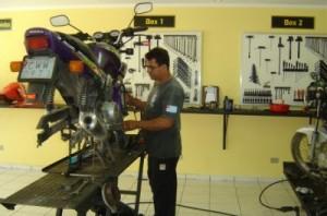 43324 Curso de Mecânica de Motos Gratis 300x198 Curso de Mecânica Gratuito a Distância EAD