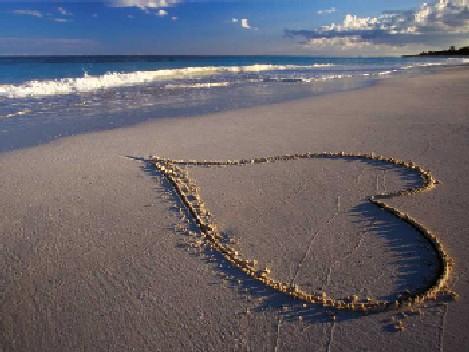 437427 coracao praia1 Como comemorar o dia dos namorados sem gastar