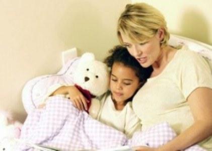 443405 Leia livros e conte histórinhas para as crianças antes de dormir Dicas para fazer a criança dormir