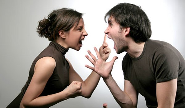 445104 brigas casais1 Amor em crise: como salvar o relacionamento?
