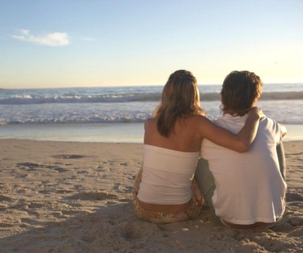445153 casal praia Amor por uma pessoa mais velha: como lidar