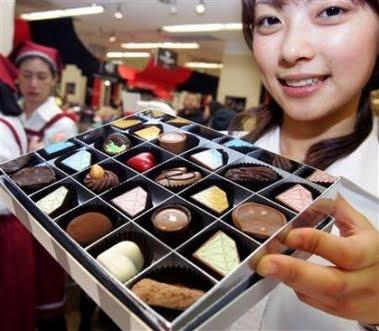 445296 No Japão as mulheres presenteiam os amados com bombons. Dia dos Namorados   curiosidades