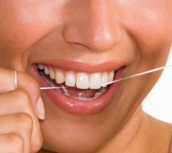 448805 uso de fio dental Gengivite: o que é, como evitar