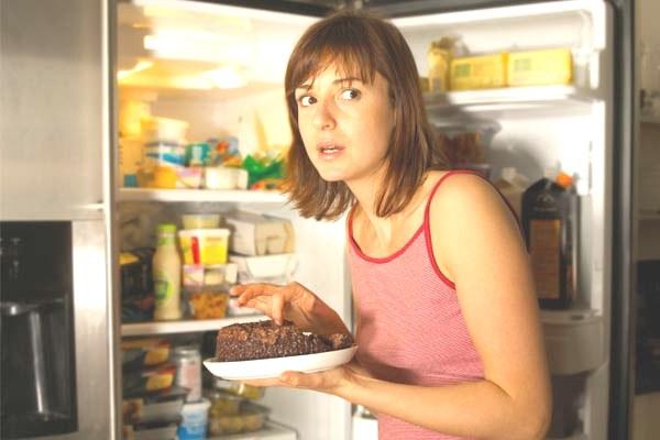 449792 comer muito a noite realmente faz mal Hábitos alimentares que fazem mal a saúde