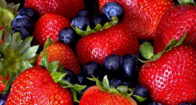 450284 size 590 Morangos e blueberries   22 06 2011 Além de elevar o risco de diabete açúcar pode atrapalhar raciocínio