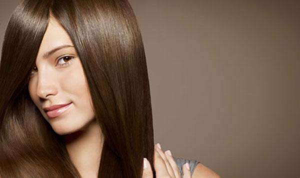 455358 Muitas mulheres tem o desejo de terem os cabelos lisos Reações alérgicas da progressiva