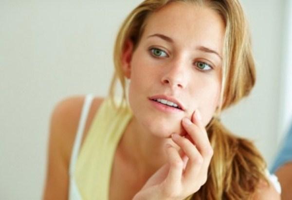 456379 A psoríase pode acometer qualquer parte do corpo. Psoríase: sintomas e tratamento