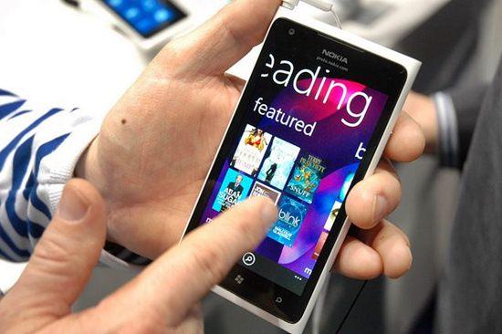 456489 Nokia Lumia 900 2 Nokia Lumia 900   Preços