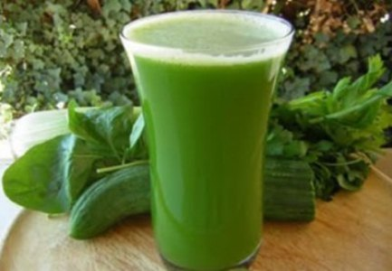 459210 O suco verde desentoxicante é um tratamento natural retirado dos alimentos de coloração verde. Suco verde desintoxicante: como fazer