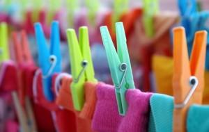 Como tirar manchas de canetinha das roupas