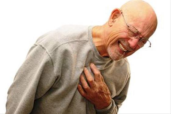 465263 Dor no peito pode ser sintoma de um ataque cardíaco. Ataque cardíaco: sintomas, o que fazer?