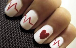 Unhas decoradas com corações: dicas, fotos