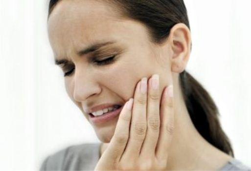 468172 A sensibilidade é causada pelo desgaste da superficie dos dentes Sensibilidade nos dentes, como tratar
