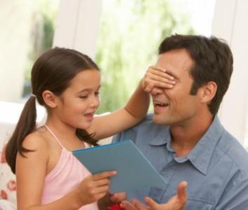 469310 Use a criatividade das crianças para desenvolver o presente para seus papais Lembrancinhas para dia dos pais na escola